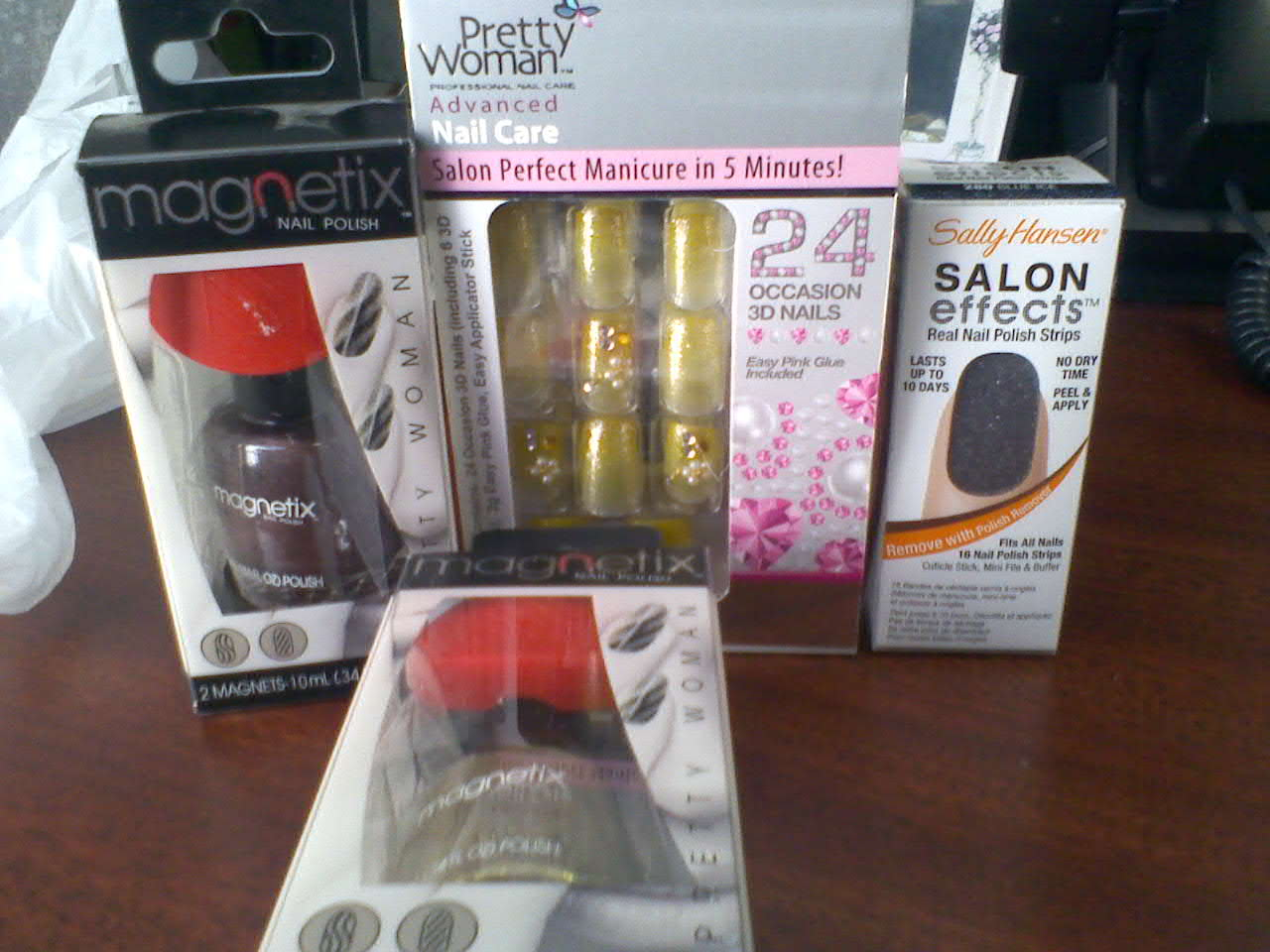 Free Pretty Woman Press On & Magnetix Nail Polish @ RA
