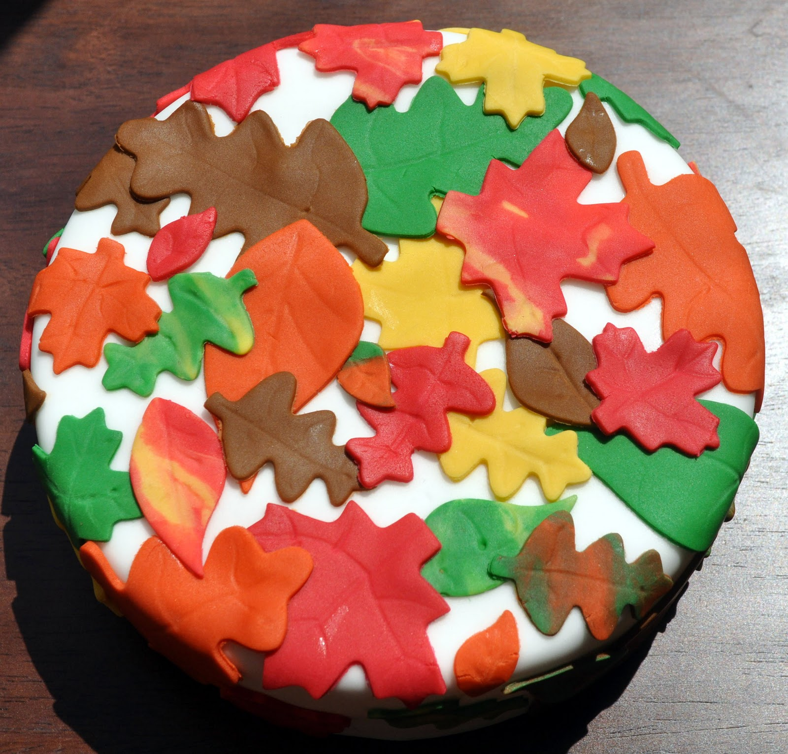 Cake Decorating How To Make Leaves : Beki Cook s Cake Blog: Fall Leaves Fondant Classes