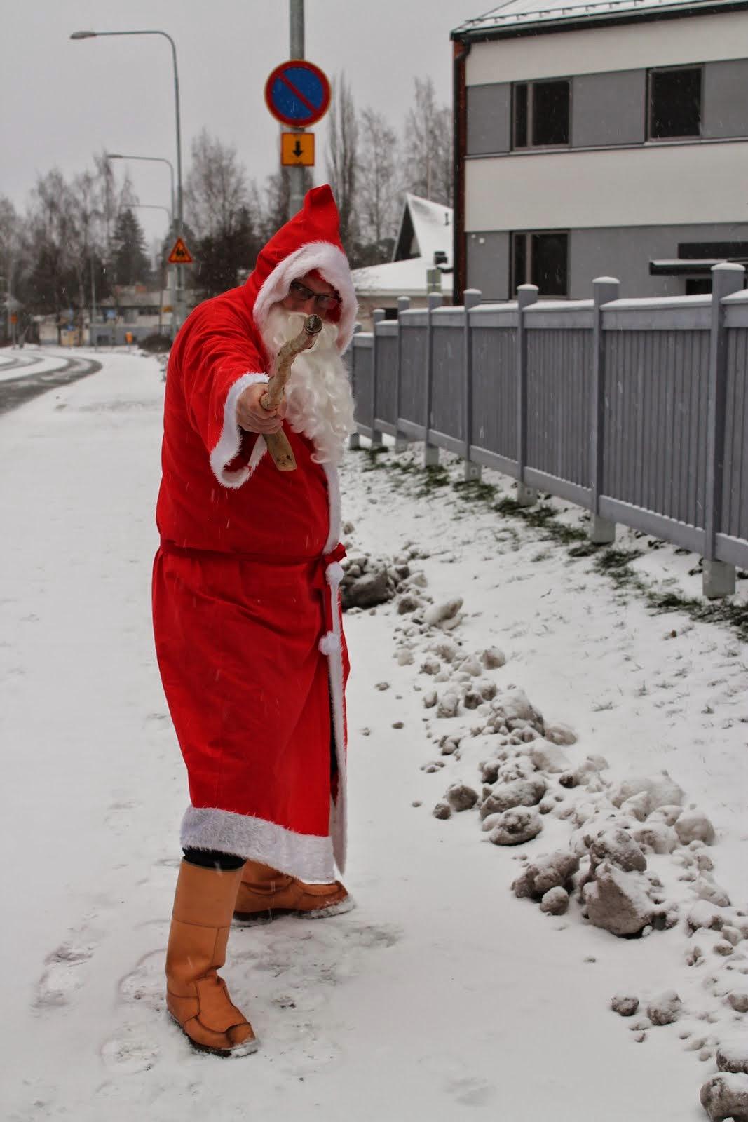 Joulupukki savuton raitis Jouluanne juhlistamaan e-mail: joulupukkipalvelua@gmail.com