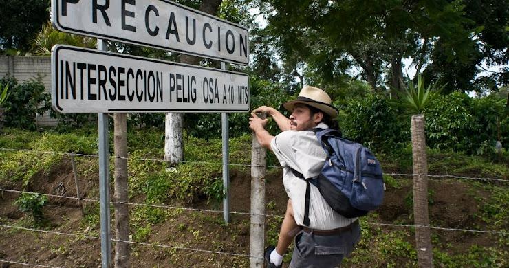 Fotografías promocionales de OVNIS en Zacapa, nuevo largometraje guatemalteco