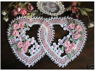 Pembe Çiçekli Kalp Şekilli Dantel