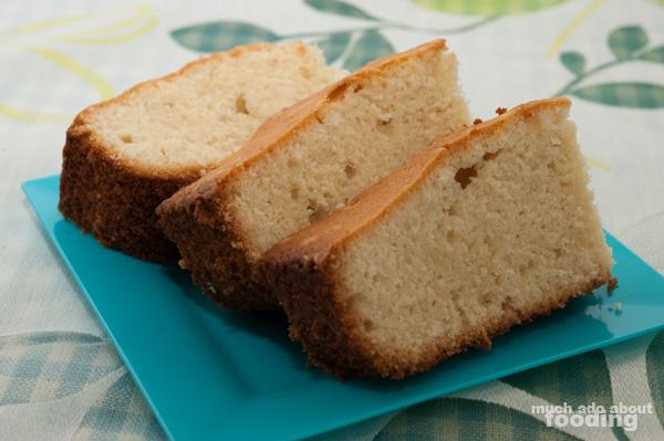 Much Ado About Fooding: Test Kitchen - Amaretto Pound Cake