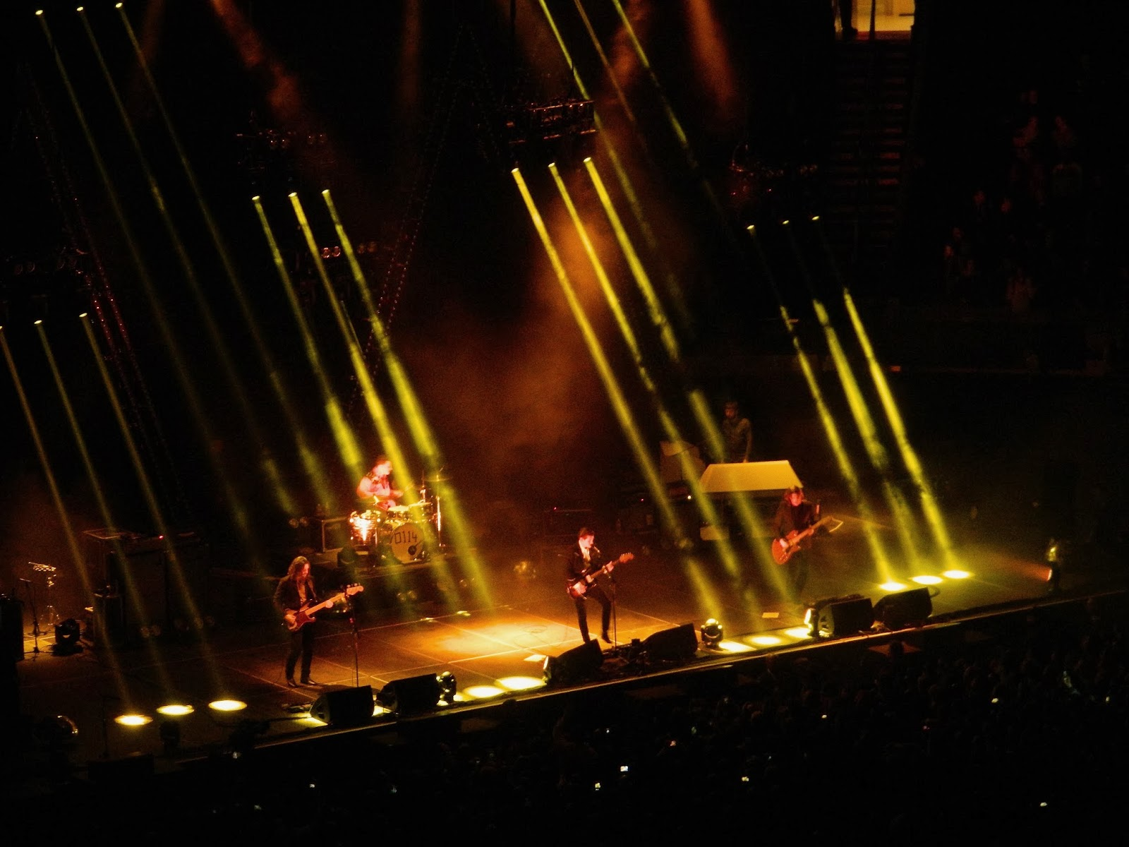 Officially A Yuppie: Live Pix: Arctic Monkeys @ MSG