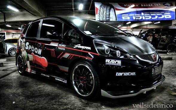 Honda Jazz Modifikasi Black