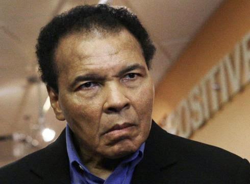 Bekas Juara Tinju Muhammad Ali Dimasukkan Ke Hospital, Alami Radang Paru-Paru