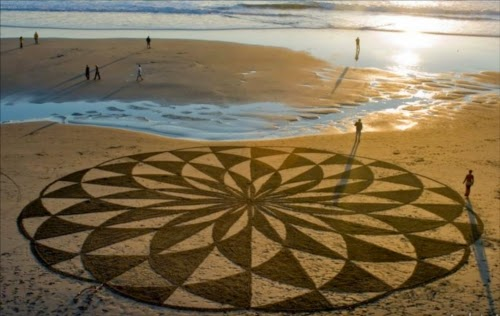 00-Andres-Amador-Magic-in-the-sand-Drawings-www-designstack-co
