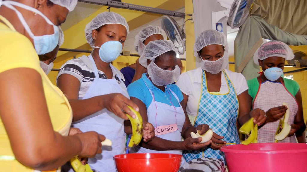 Mujeres de Sabana Palenque de amas de casas a empresarias