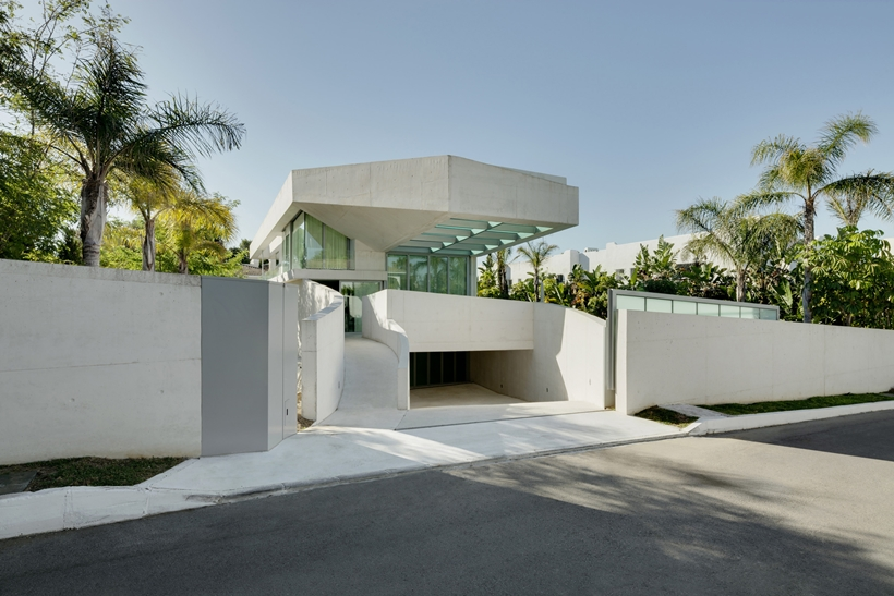 Front facade of the House with swimming pool by Wiel Arets Architects (WAA)