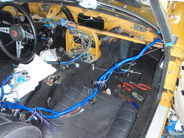 mgb in the garage new wiring harness vinyl top alternator etc rh mgb in the garage blogspot com moss motors mgb wiring harness mgb wiring harness routing