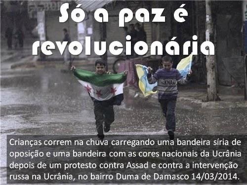 """Crianças com bandeiras brincando na chuva em Damasco, na Síria. Da série """"só a paz é revolucionária"""", publicada por Augusto de Franco no Facebook."""