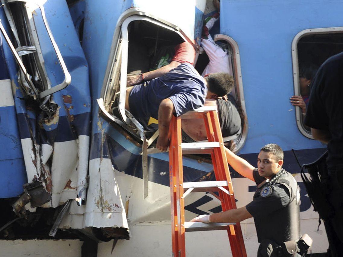 http://1.bp.blogspot.com/-wQJbzaTw0Yo/T0YtF-X5_rI/AAAAAAAAB6E/X5hzdqbIeFs/s1600/argentina.+accidente+ferroviario.jpg