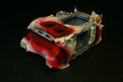 Vista izquierda del razorback pintado de Rojo Escarlata de Vallejo Model Air