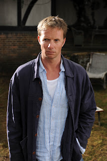Rupert Penry-Jones plays Ollie