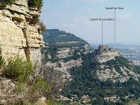 Vistes del Castell de Centelles i del de Tona des de les cingleres del Puig Fabregar