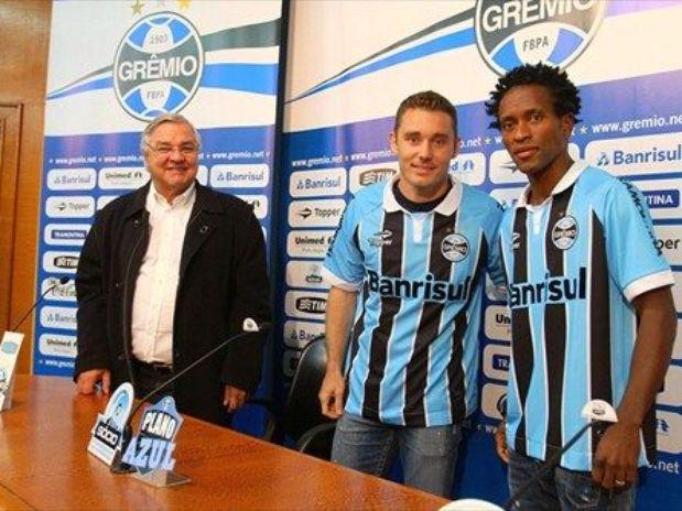 Grêmio apresenta Fábio Aurélio e Zé Roberto