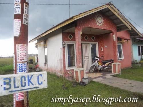 Inilah rumah kami yang sederhana.  Foto Asep Haryono