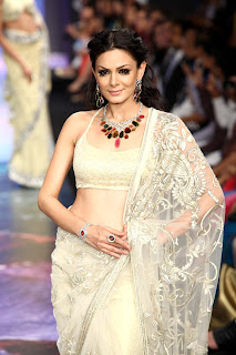 Zeenat Aman & Zarine Khan walk the ramp for YS 18 at IIJW 2012