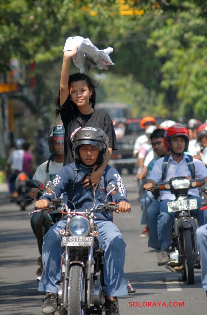 foto kelulusan anak SMA jawa timur