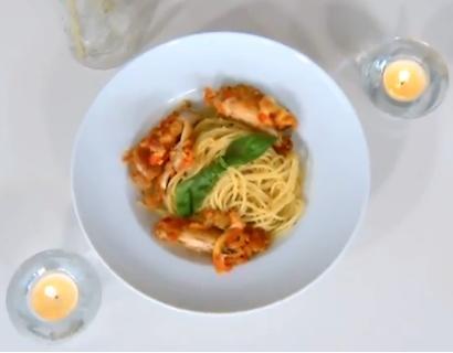 Domates Soslu Pane Tavuk - Beyaz Soslu Spagetti - Videolu Tarifi