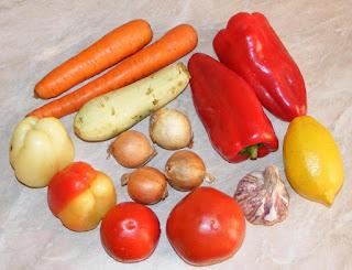 legume, retete cu legume, preparate din legume, retete culinare, legume pentru prepararea pestelui chefal la cuptor, rosii, ardei, usturoi, ceapa, kapia, morcovi,