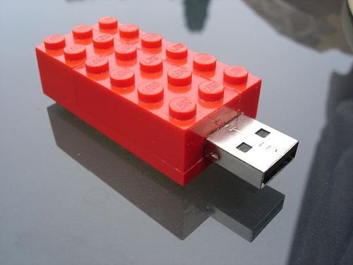 Pen-Drive-Bloco-de-Lego.jpg (500×375)
