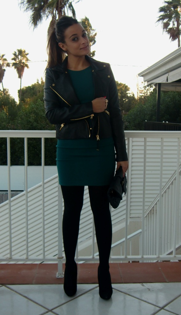 Vestido verde botella y zapatos