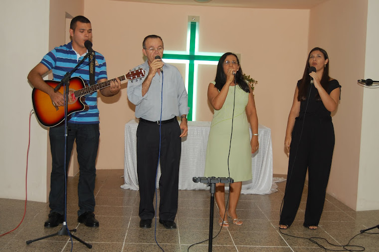 Família Souza louvando ao Senhor