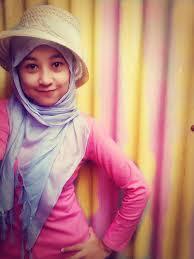 Kreasi Hijab Dengan Topi - MizTia Respect