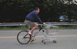 Bicicleta com carrinho de compras