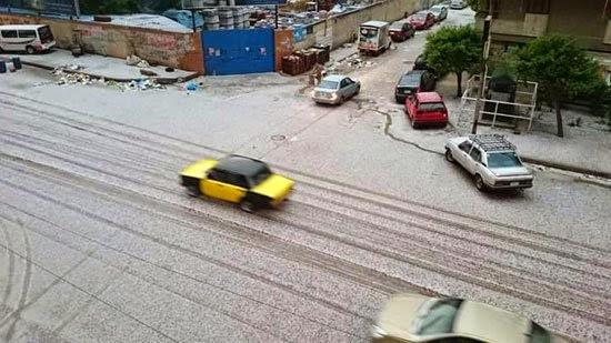 بالفيديو والصور: الثلوج تغطى شوارع الإسكندرية وموجة من الصقيع والرعد والبرق
