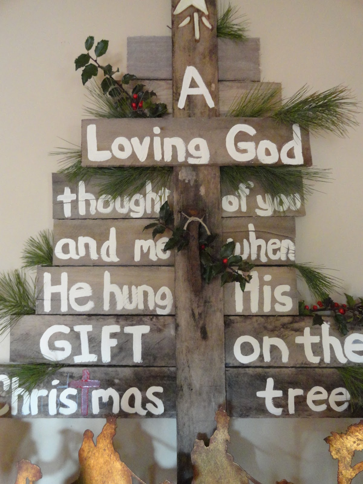 pallet christmas sign - Pallet Christmas Decoration Ideas