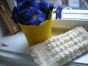 Waffle stitch white doubled-yarn mitts