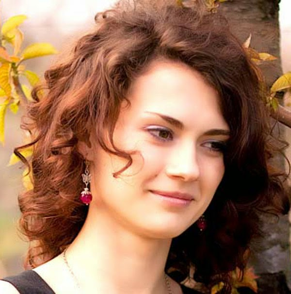 Medium Curly Hairstyles Pictures