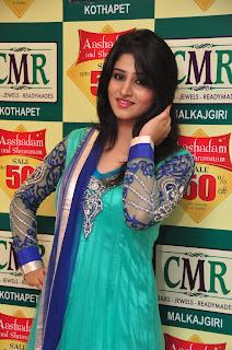 Model Shamili in chudidar at cmr event 013.jpg