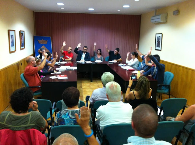 El ple de Sarrià de Ter vota per unanimitat a favor de la independència. Foto:  Carles Vila