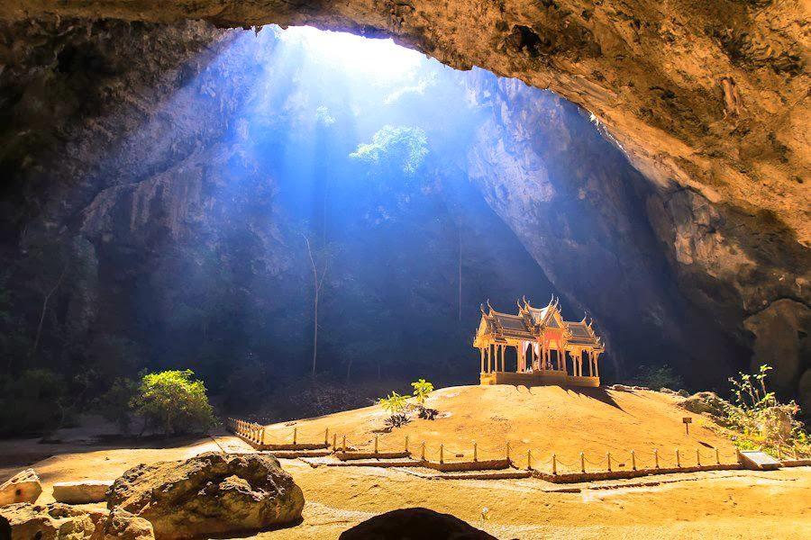 cavernas phraya nakhon   parque nacional sam roi yot