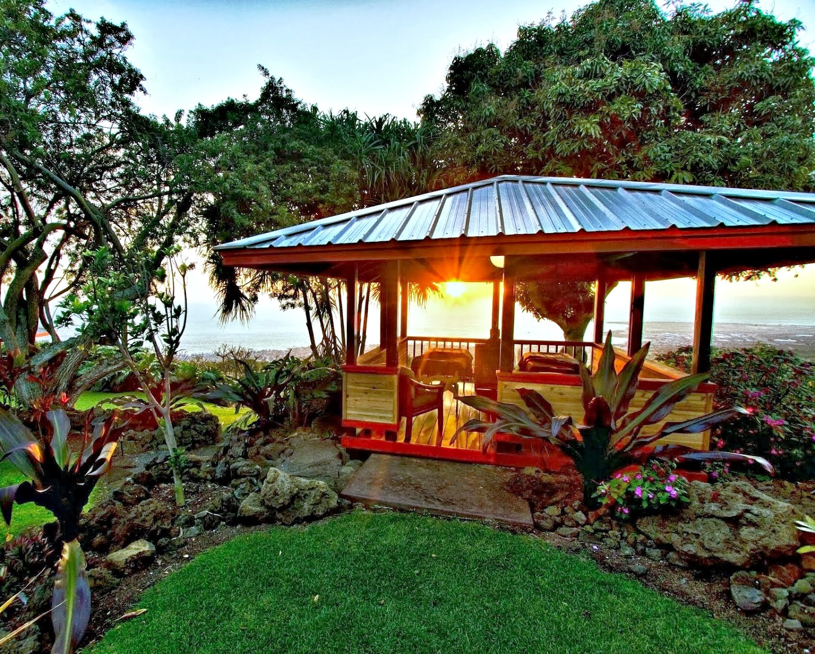 couples outdoor massage with view of Kona Coast