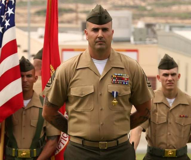 Military News - Gunnery sergeant receives Navy Cross for actions in Afghanistan