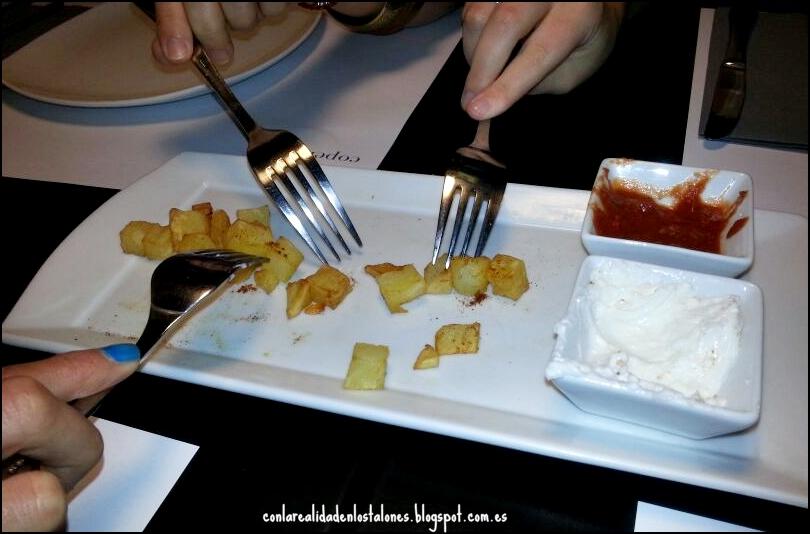 Copenhagen Valencia - entrantes patatas bravas y salsas