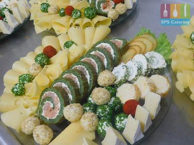 rolada szpinakowa deska serów przyjęcie urodzinowe na sylwestra