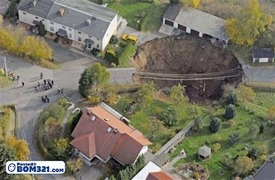 Lubang Gergasi Di Jerman