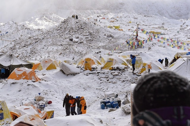Avalanche in Everest Base Camp