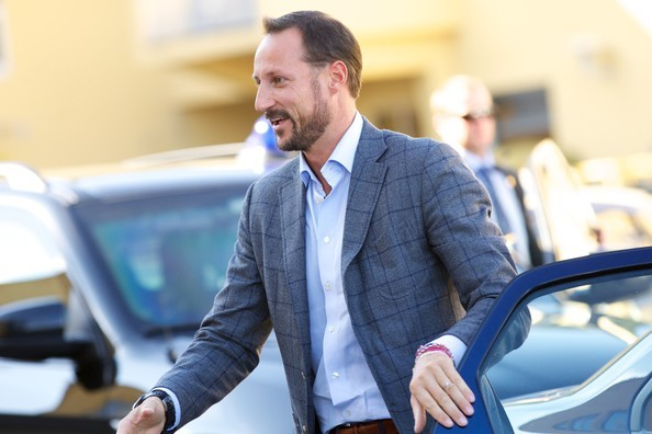 Le Prince Haakon et la Princesse Mette-Marit à Drammen Hier, le Prince Haakon et la Princesse Mette-Marit se sont rendus à Drammen pour ouvrir un nouveau centre de compétence.