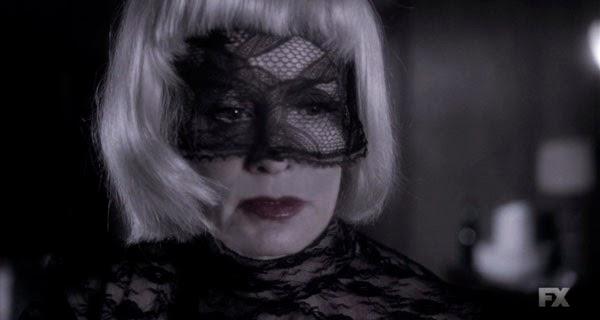 Jessica Lange es Elsa Mars en American Horror Story 4x03 y 4x04