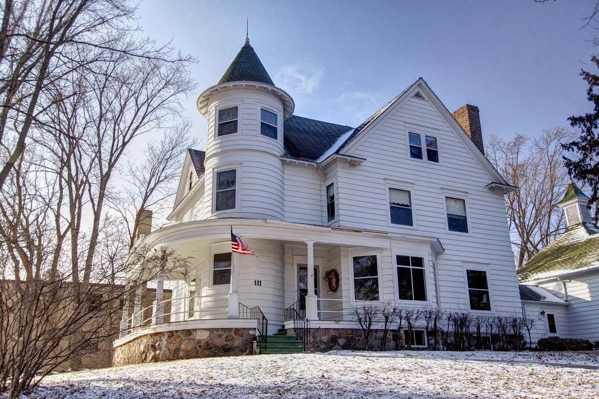 The julius f young house in owatonna historic homes of for Building a house in minnesota