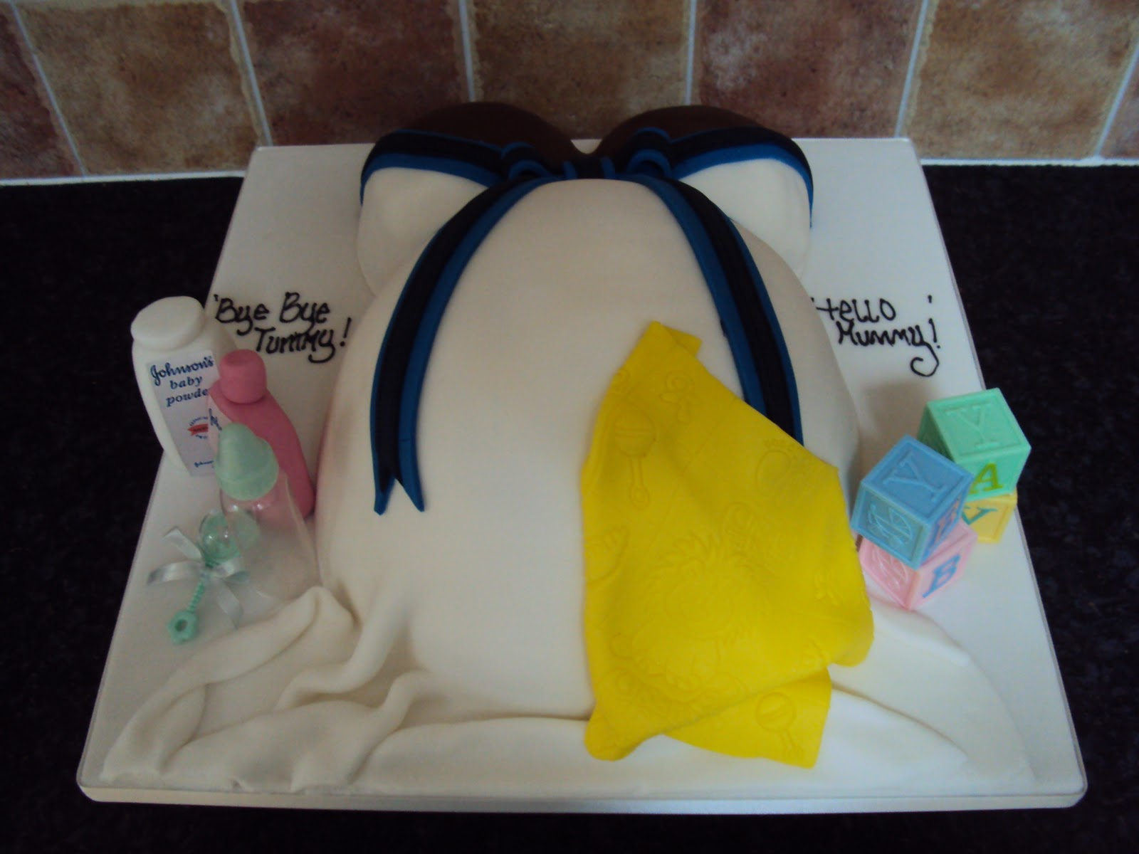 Baby Bump Cake Images : MIMI TO YOU - SWEET AND STYLISH CAKES: Baby Bump Cake
