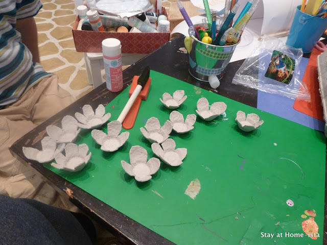 How to make cardboard flowers out of an egg carton, an easy tutorial