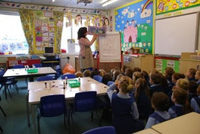 Author illustrator, Clara Vulliamy, in school visit