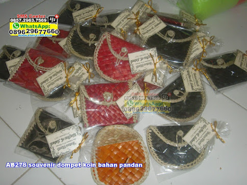 souvenir dompet koin bahan pandan murah