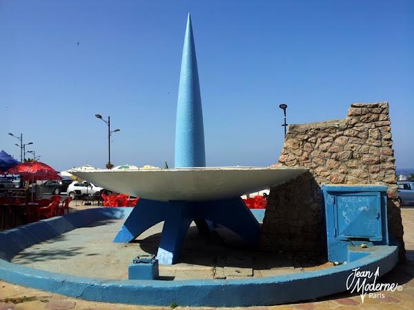 """Oran - Algérie - """"la punaise"""" ou """"suppositoire pour De Gaulle""""  Fontaine / Sculpture"""
